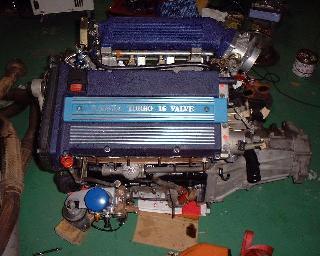 積まれる前のエンジン